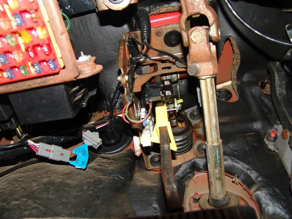 73 Mustang Shift Indicator Wiring Diagram also E4od Lock Up Solenoid Location as well 4l80e Transmission Solenoids Location Html likewise 2000 Ford Mustang Shifter Interlock likewise Dodge Durango 5 7 Engine Oil Pressure Sensor Location. on kia shift solenoid