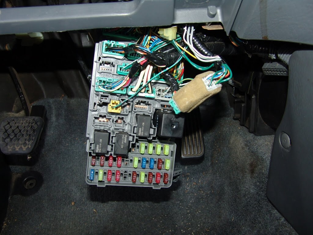 Fuse Box On 2002 Honda Civic : Sparky s answers honda civic a c and door locks do