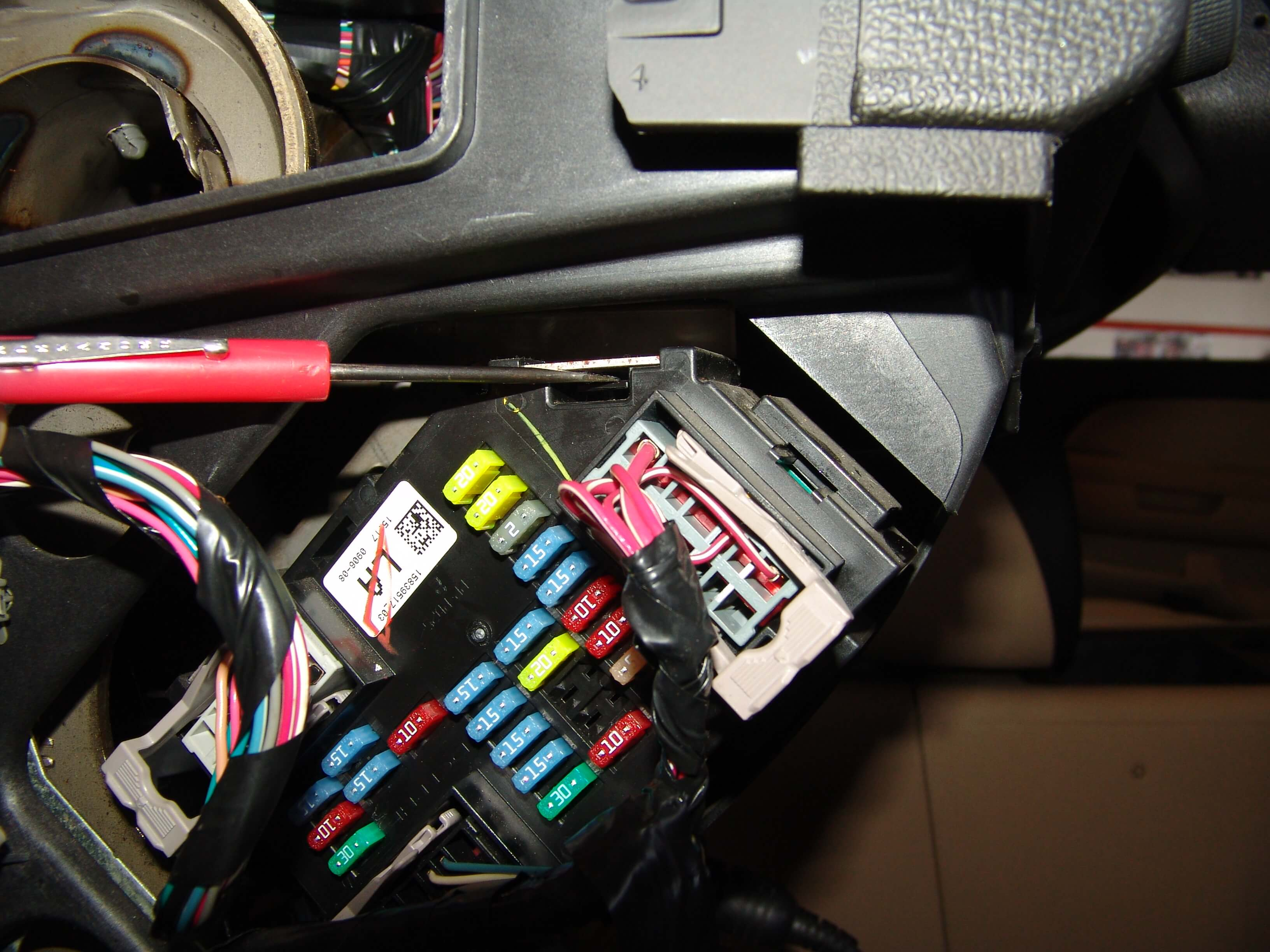 Fuse Box Diagram Together With 2004 Gmc Sierra 1500 Wiring Diagram