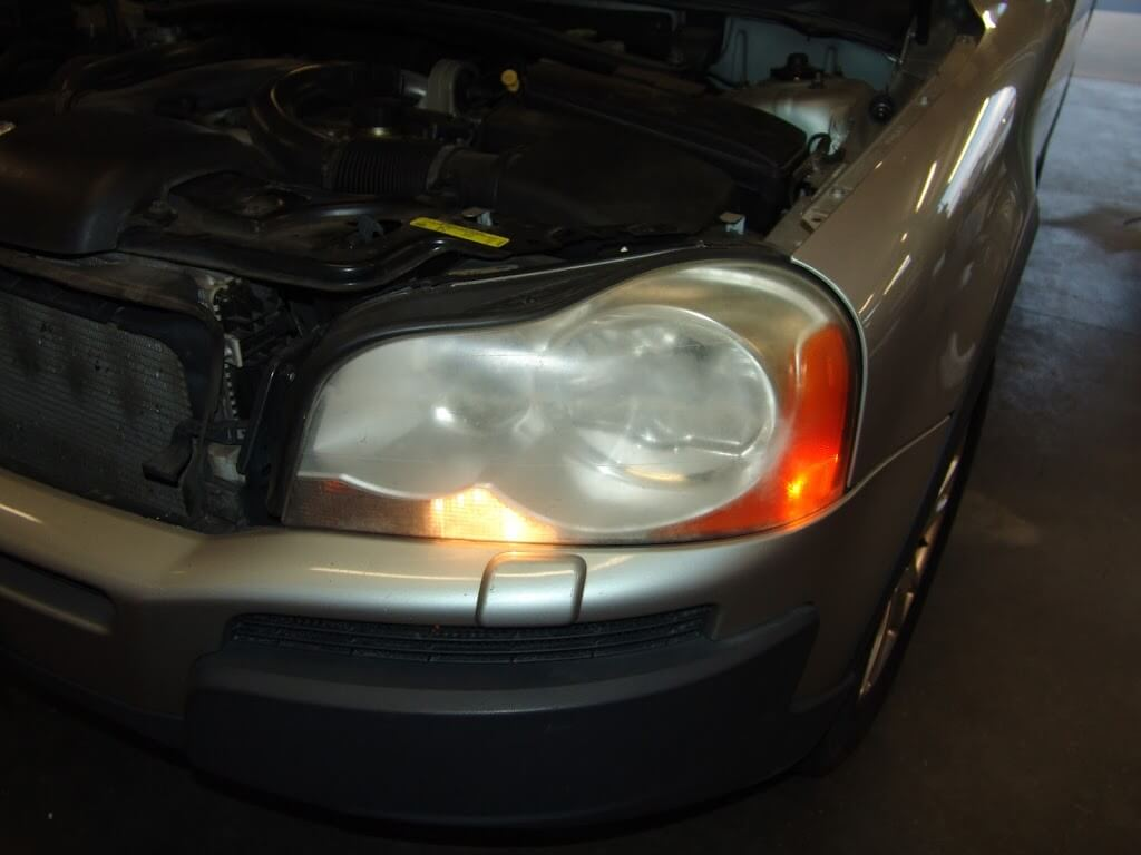 Sparky's Answers - 2004 Volvo XC90, Changing A Blown HID Headlight Bulb